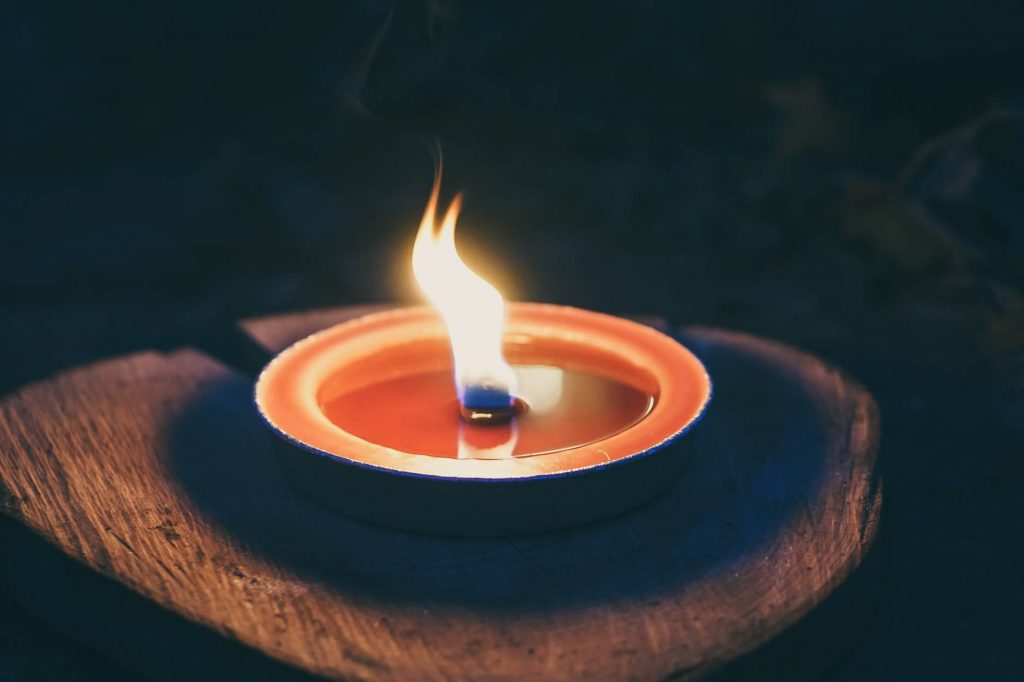 The color of fire flame depends on the availability of oxygen
